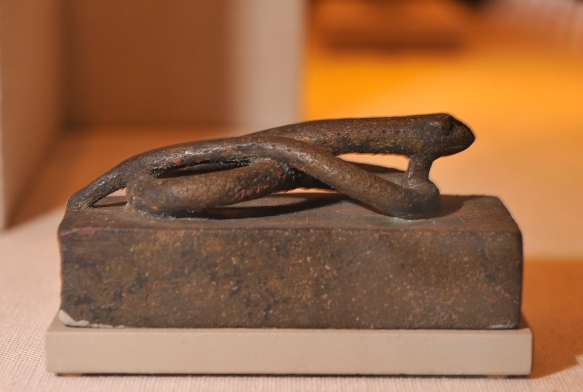 Coffin for a small snake.OIM 11189. Photo by M. LaBarbera.